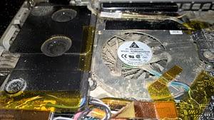 Putekļains portatīvais dators